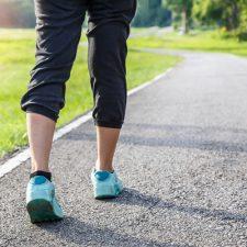 Caminar aleja el estrés y la tristeza