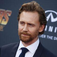 Tom Hiddleston hablando por lenguaje de señas